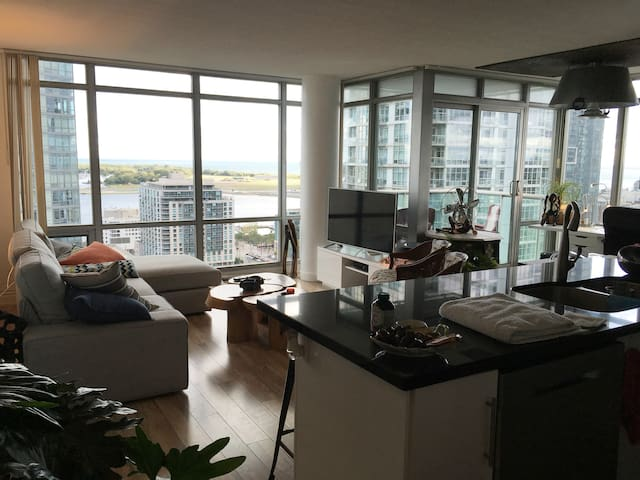 One Bedroom Modern Condo with Beautiful Lake View