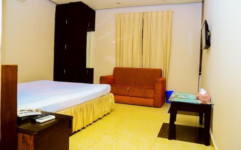 ROYAL LIVING HOTEL @ SEMI-DELUXE ROOM