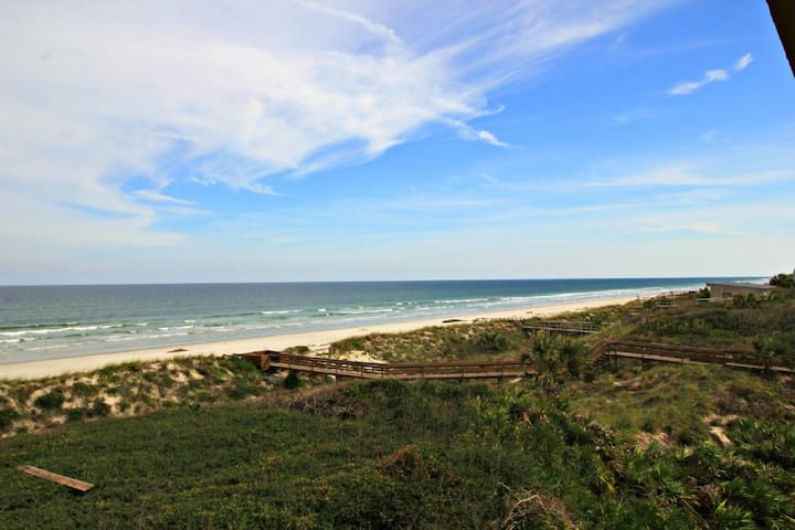 Beautiful 3/2 Direct Oceanfront Condo!  Windjammer 201