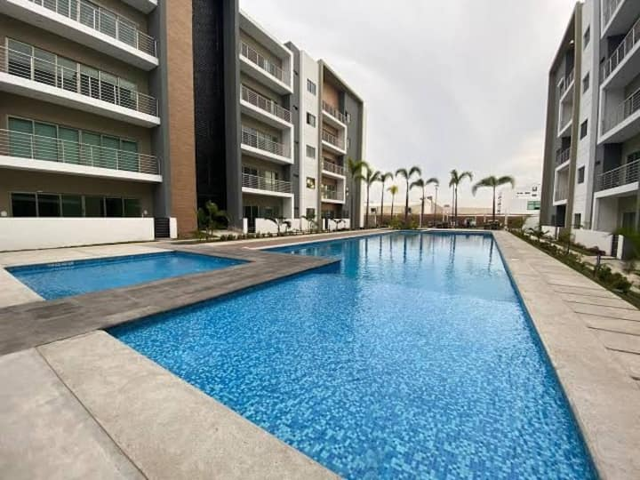 Modern condo 5 minutes from the beach