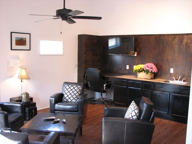 Hamilton House suite - Johnson City - Apartment