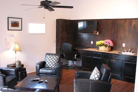 Hamilton House suite - Johnson City
