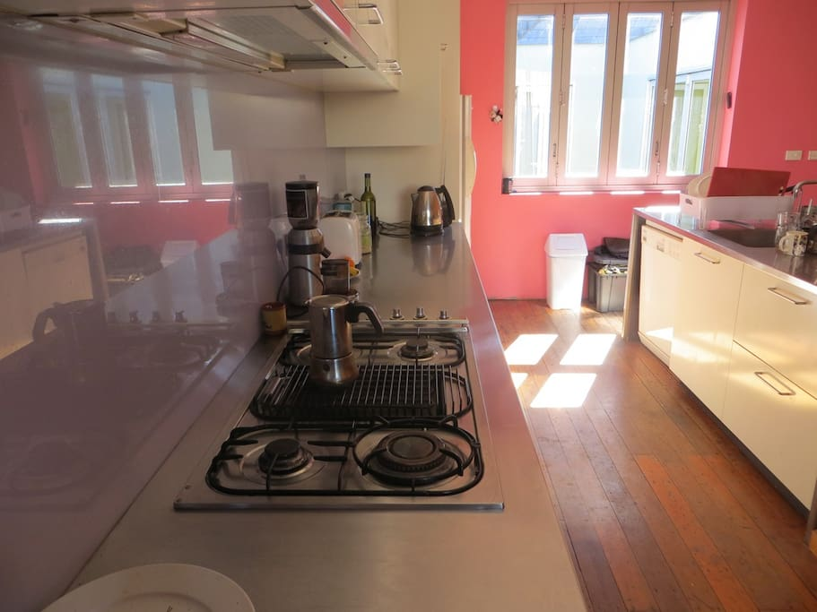 Stainless steel benchtops and kitchen space