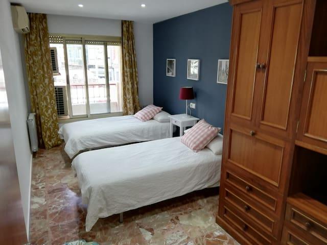 dormitorio dos camas individuales de 90
