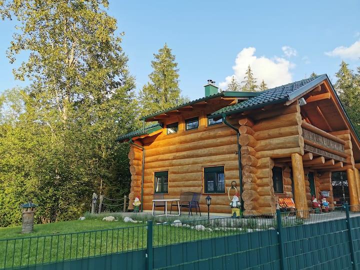 Zwergenhäusl - Urlaub im Naturstammhaus