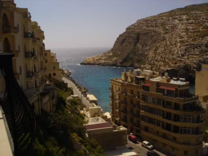 Penelope - 2 Bedroom flat with valley and sea view
