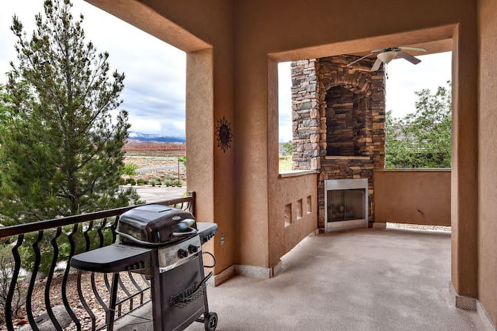 Closest To The Pool Includes BBQ, Full Kitchen and Pools/Fitness Center