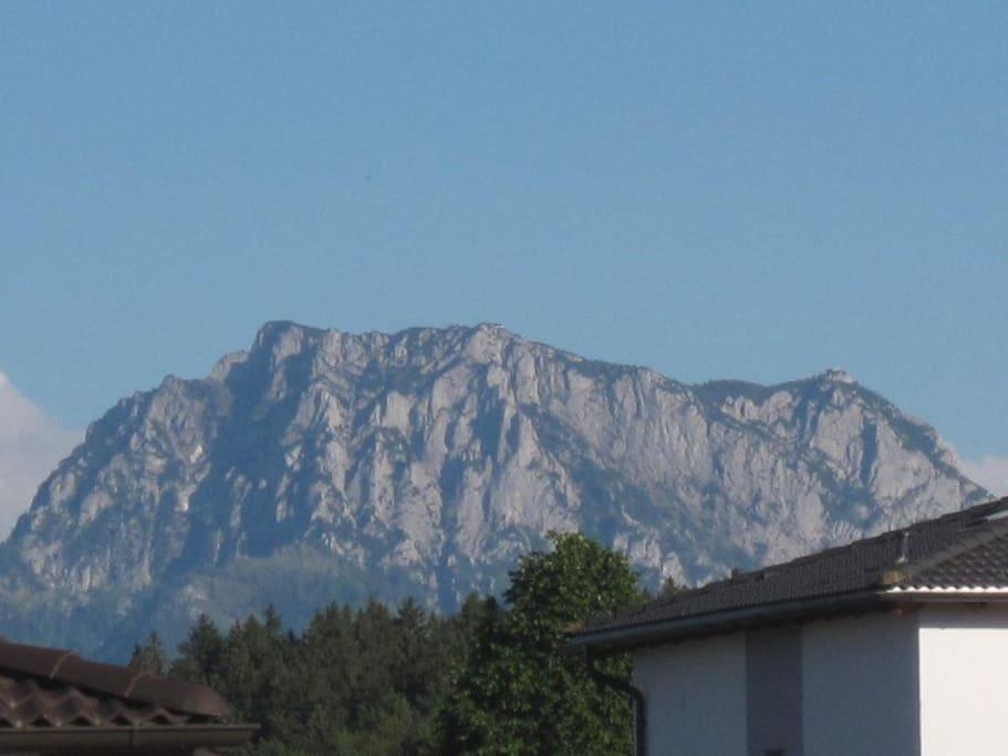 """Traunsteinblick von unserer Terrasse. View """"Traunstein"""" from our terrace."""