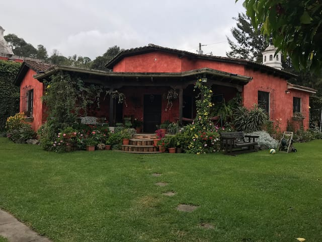 Casa Jardín en las afueras de Antigua Guatemala.