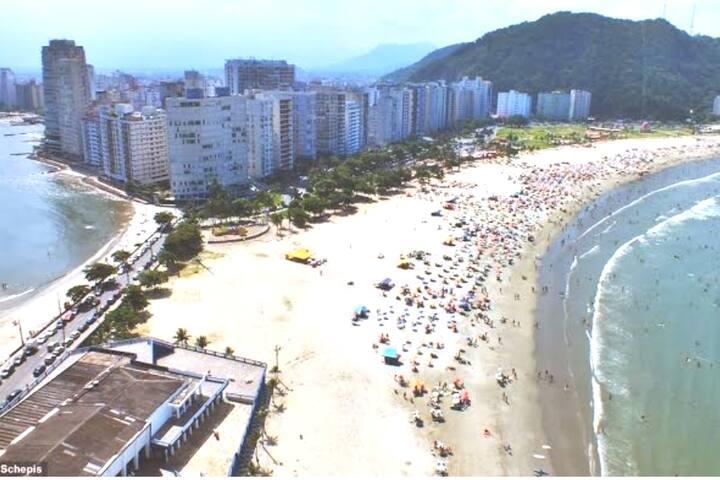 Ap. Próximo a praia do Itararé e dos milionários.