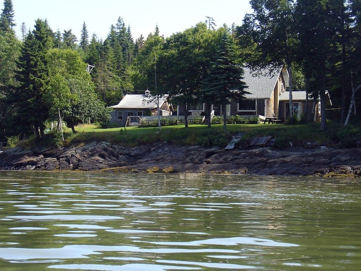 Hammond Family Cottage on Guard Point