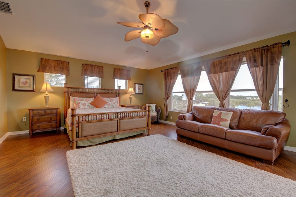 large master w/ King bed + sitting area