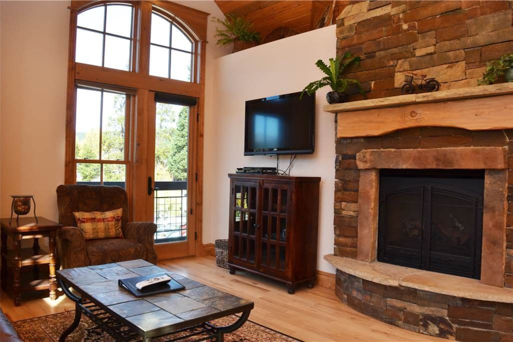 Couch,Furniture,Fireplace,Hearth,Screen