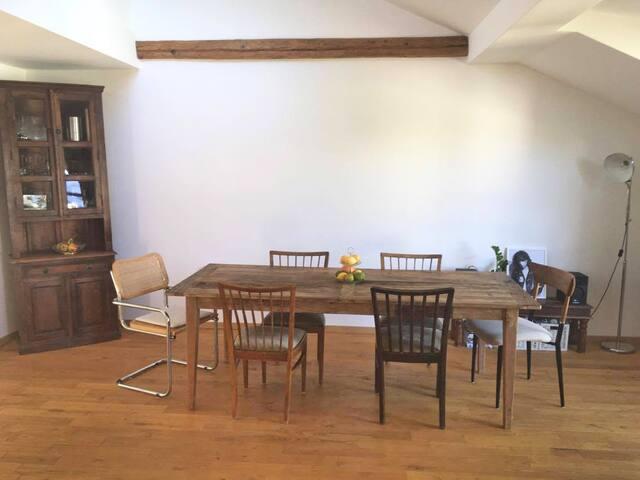 Esszimmer/ Dining room