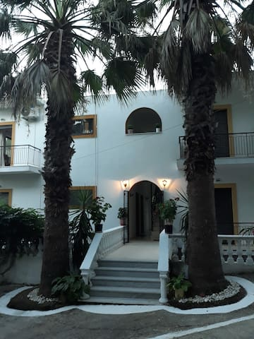 Quiet apartment for 2-3. only 100m from beach