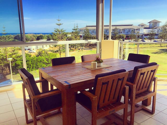 Top floor Balé - Beach Front & Ocean Views - Kingscliff - Leilighet