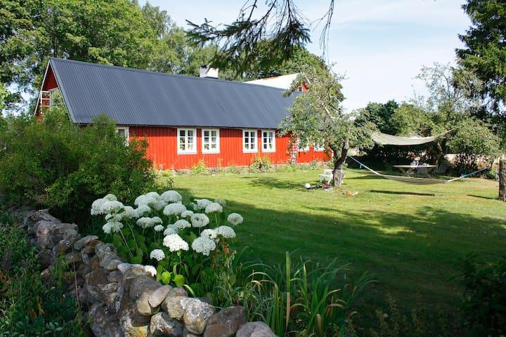 Charmig hallandslänga ute på landet - Varberg S - Huis