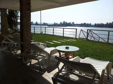 Casa ideal con increíbles vistas al río