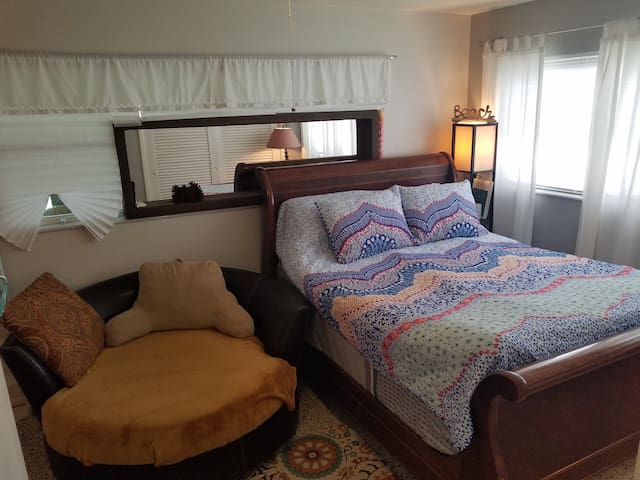 Queen sleigh bed plus round chaise, extra single air mattress.