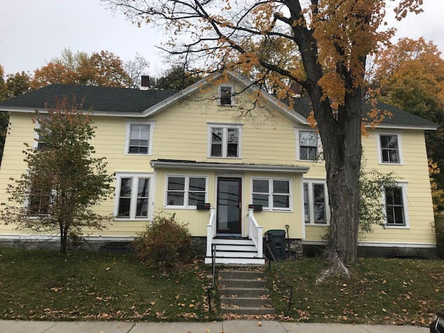 Newly Renovated 4bd Charming House in the Country!