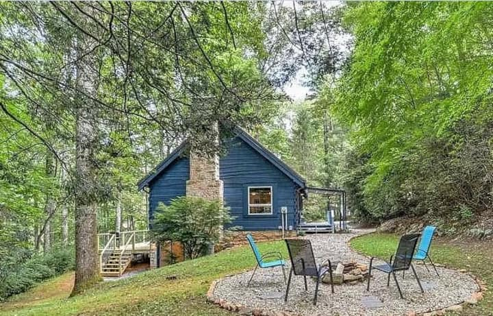 Beautiful Log Cabin Perfect for a Relaxing Getaway