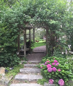 Mimi Penney's Cape Cod Retreat rm 3 - Eastham - House