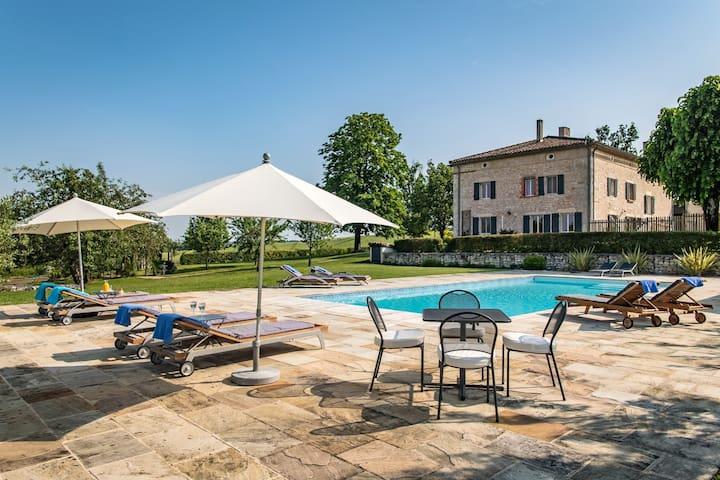 Impressive luxury large home heated pool & tennis