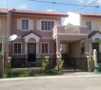 Comfortable stay 3 bedroom house