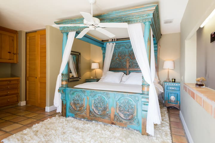 Master bedroom with king size canopy bed
