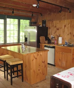 A charming loft Barn that sleeps 4. - Wolfeboro - Cabin