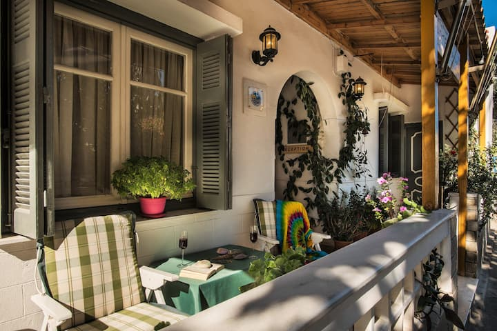 Semiramis Guesthouse Single Room Adamas
