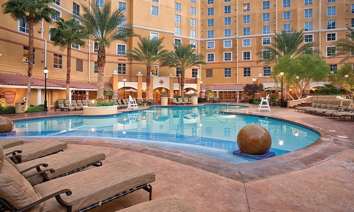 Grand Desert 1BR Suite by the Las Vegas Strip!
