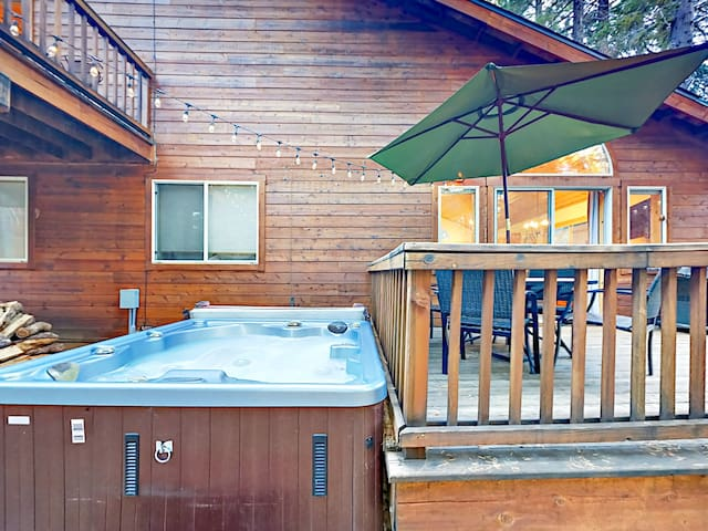 A private hot tub promises relaxing soaks beneath the stars.