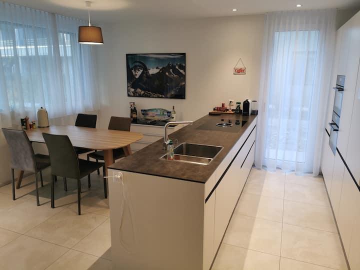 Gehobene 2,5 Z. Neubauwohnung mit Küche und Garten