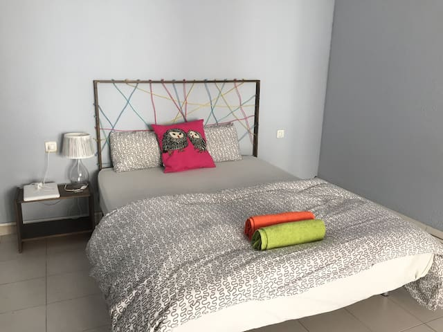 Room for 3 In the Heart of Valencia! - València - Appartement