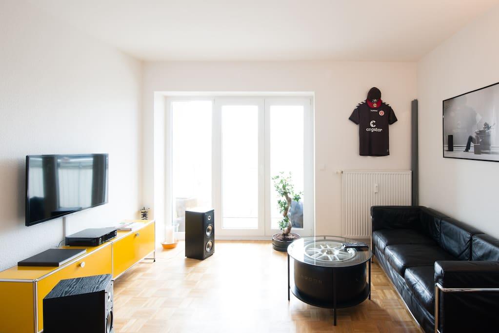 Wohnbereich mit TV und Hifi 2