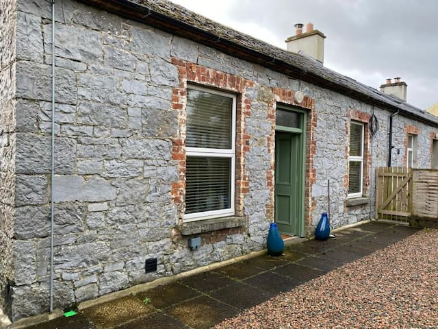 Amazing Cottage in heart of Limerick - 2 Bedroom