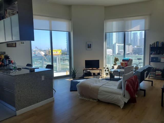 Corner 1 bed/1 bath at Art Plaza Tower (sublease)