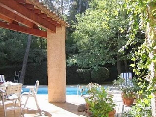 Quiet B&B near to Aix-en-Provence