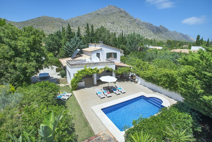 Mediterranean Villa Bocoris, Walking Distance to the Beach