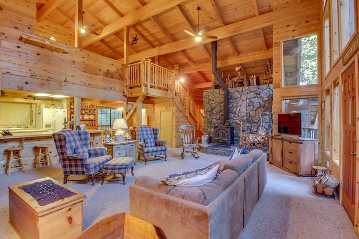 Cabin in the forest w/ wood stove and shared pool access!