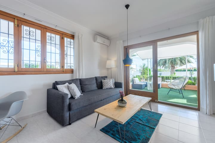 Living room with direct access to the garden