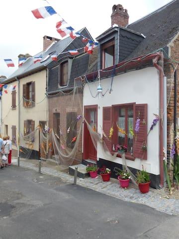 Les volets rouges Maison de pècheur - Saint-Valery-sur-Somme - House