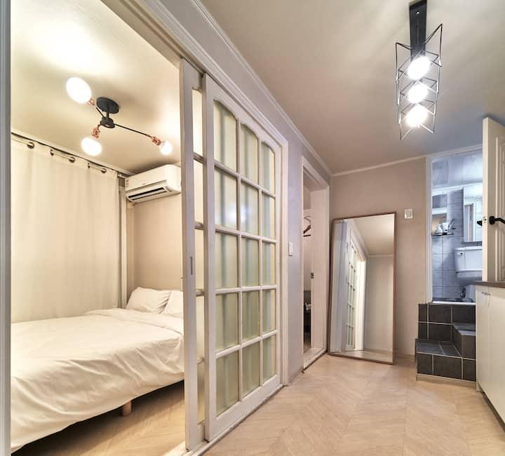 [5min Hongdae Stn] private house/2 double room (B)