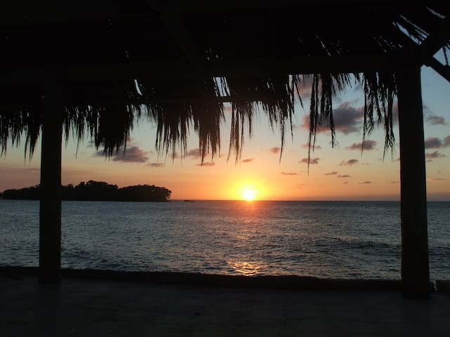 Negril Oceanfront Studio available March27- Apr9!! - Negril - Daire