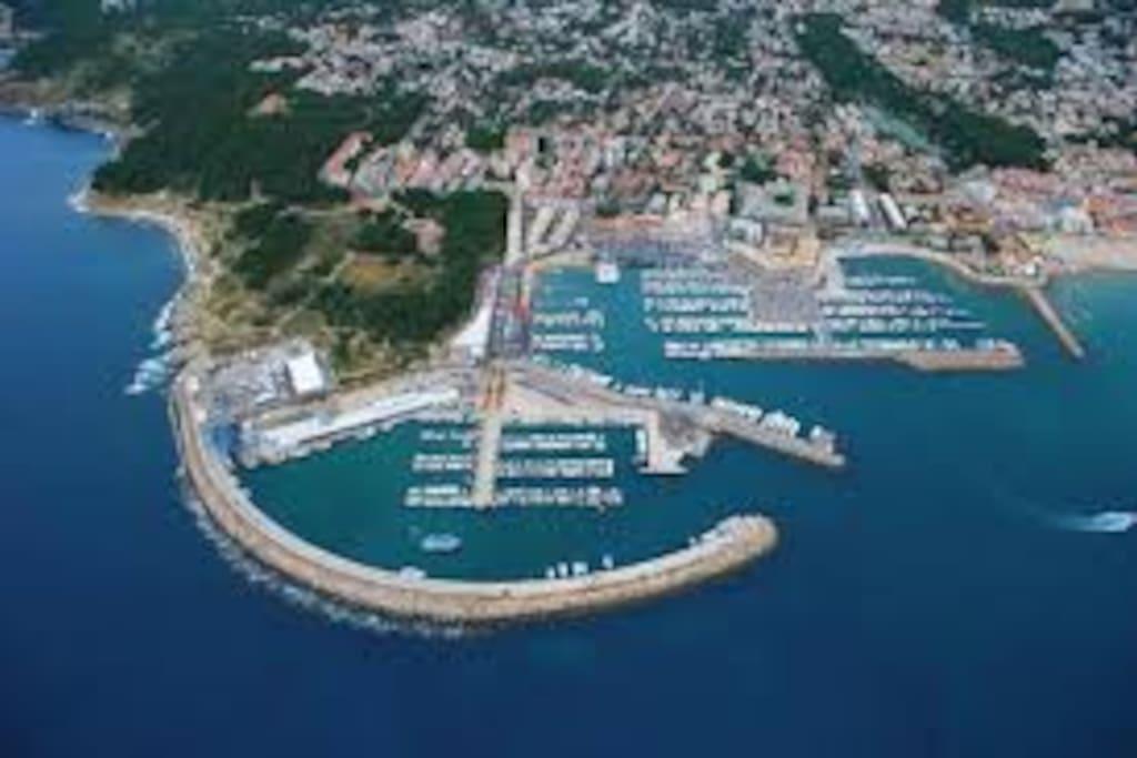 A 5 minutes à pied du port