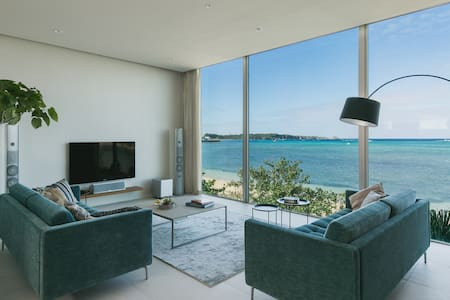 Beach Front. Stylish. Rare in Okinawa. 176sq.m.