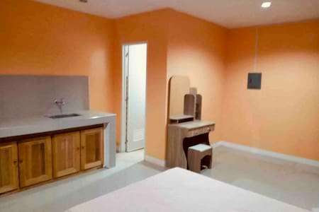 Rozay Travellers Inn   Kabankalan - Orange Room