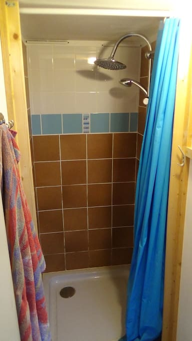 douche avec eau chaude garantie