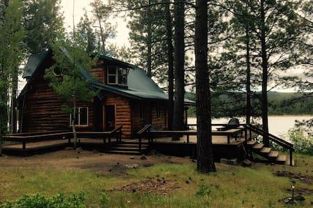 The Mayfly Inn: Lakeside Cabin